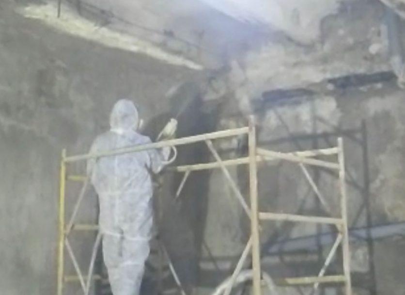 очистка стен  подвалов