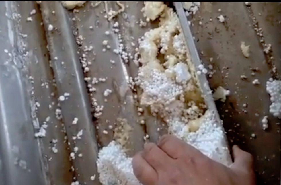 Демонтаж пенопласта на днище мотолодки