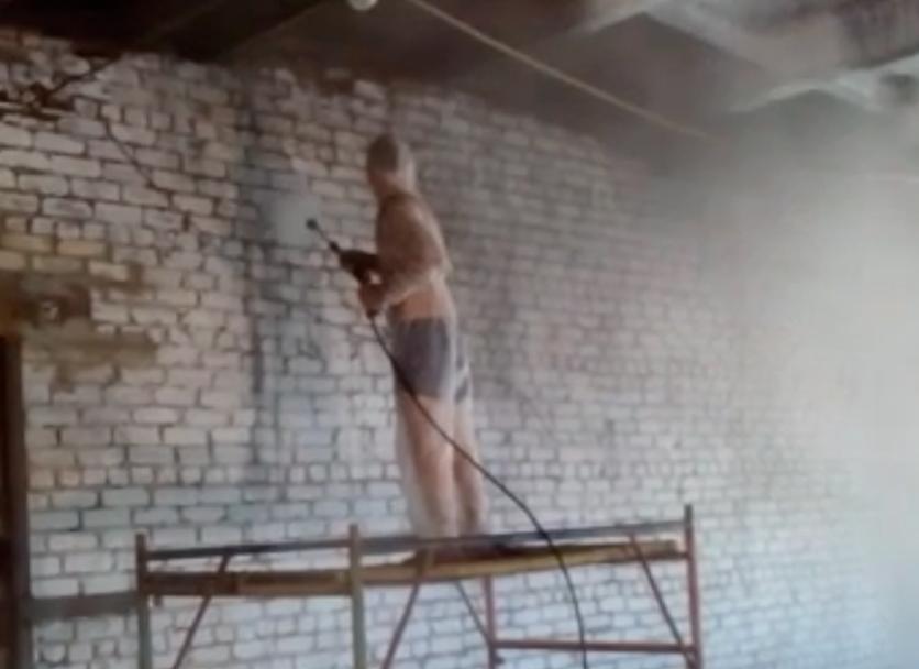 Мойка аппаратом высокого давления помещения после пожара. Подготовка под нанесение ппу